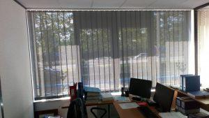 store à bandes verticales screen