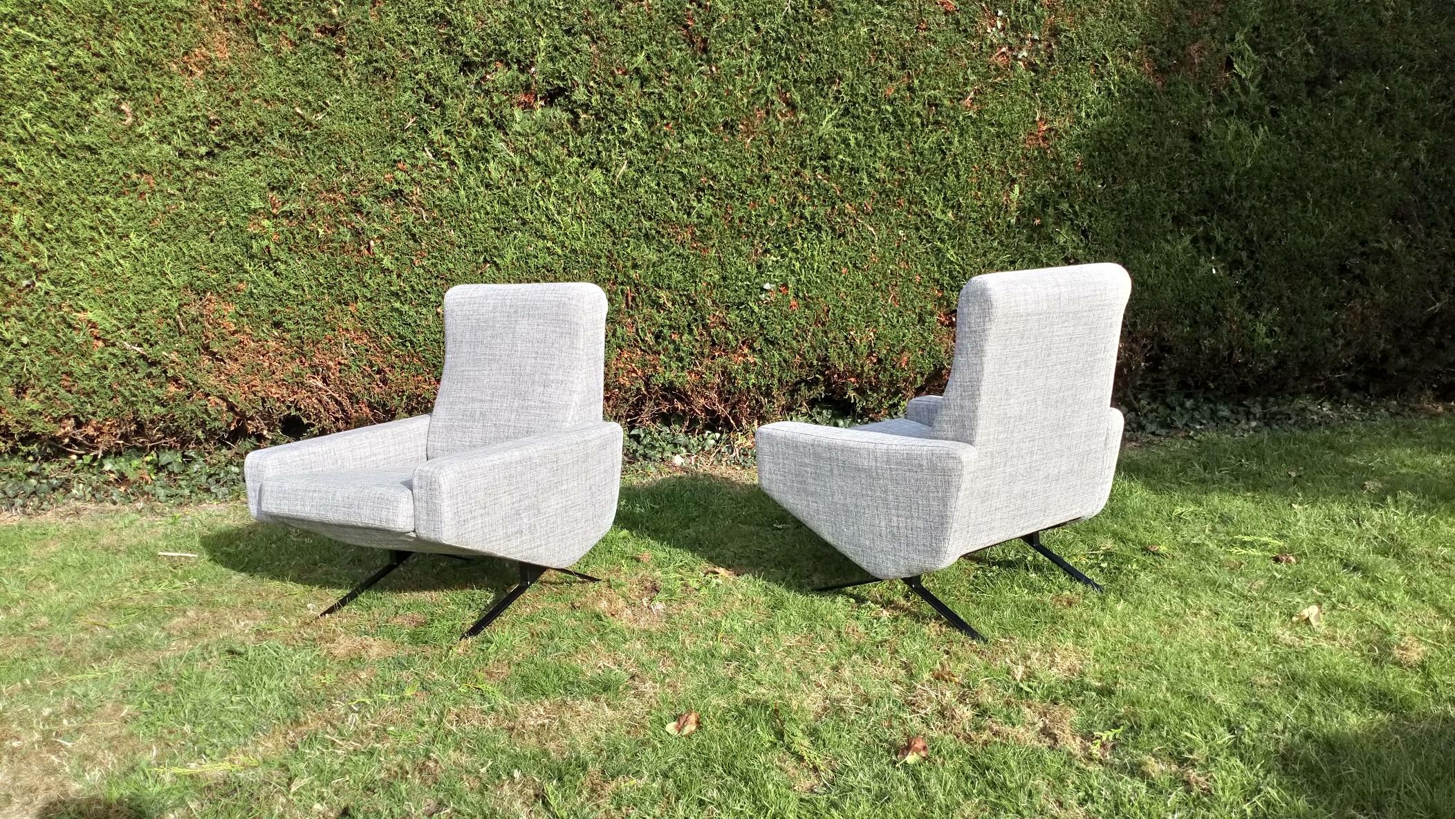 Paire de fauteuils Troika de Pierre Guariche