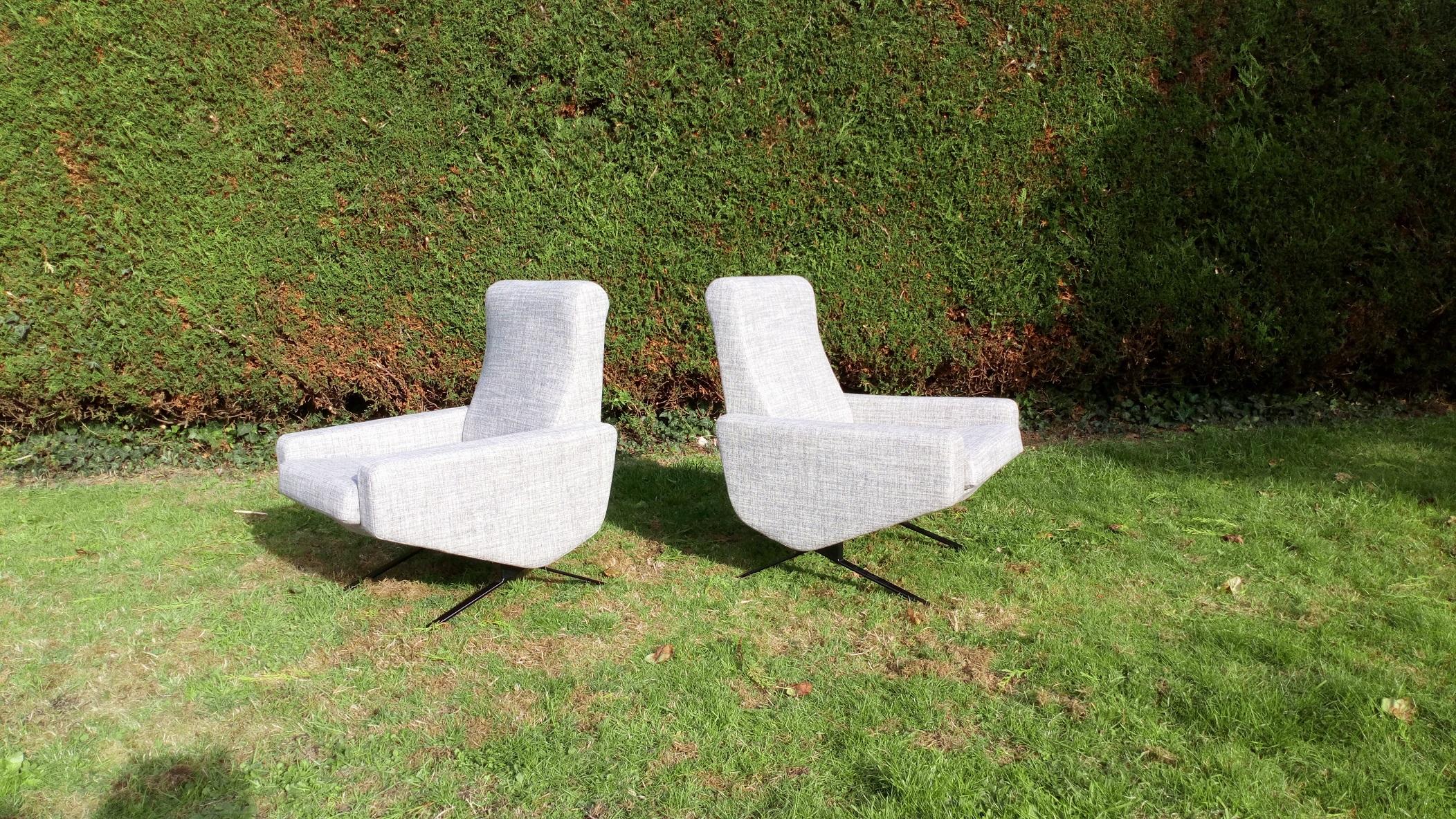 Paire de fauteuils Troika