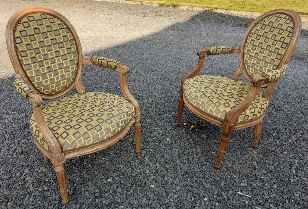 fauteuils médaillon